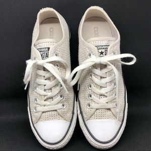 Woman's Converse All Star sneaks laced shoes 7.5